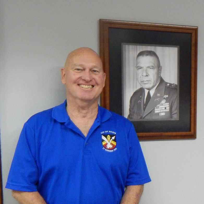 "President of Special Forces Association ""Bull"" Simons chapter visits Simons Center"