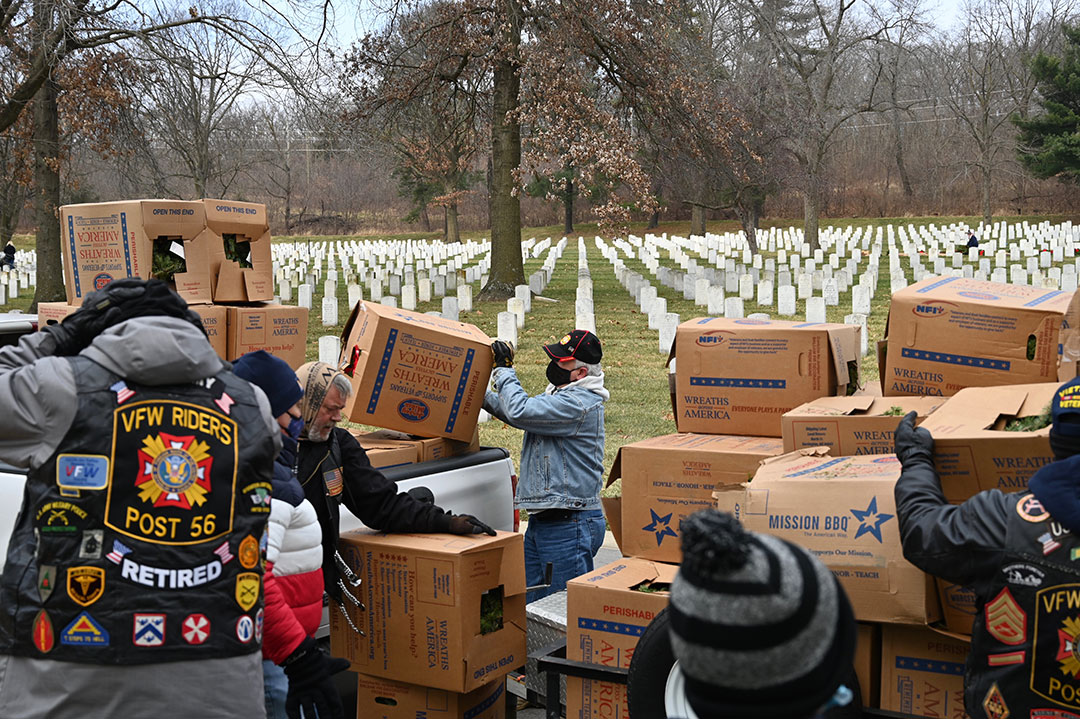CGSC Foundation President/CEO Rod Cox assists with unloading wreaths on Dec. 19, 2020, at the Fort Leavenworth National Cemetery.